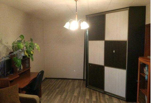 В хорошем кирпичном доме сдается 1а комнатная  квартира с утепленным балконам.